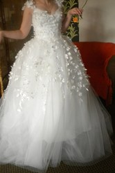 NEW WEDDING DRESS FOR SALE! FREE DELIVERY + SOME EXTRA